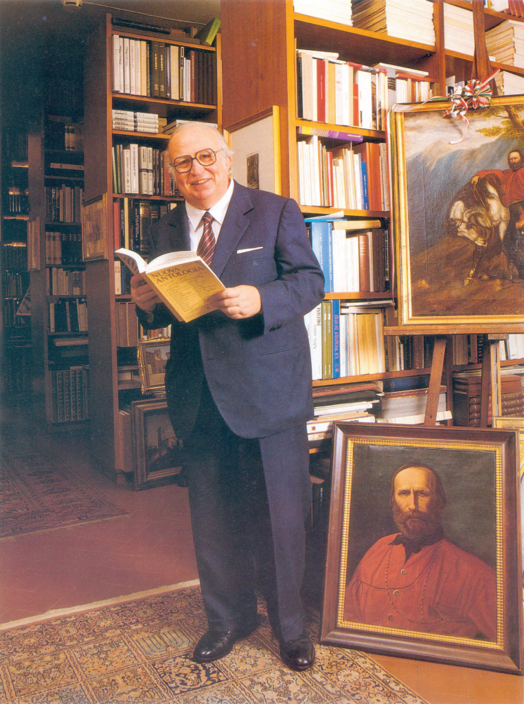 Giovanni Spadolini (1925-1994) in his library