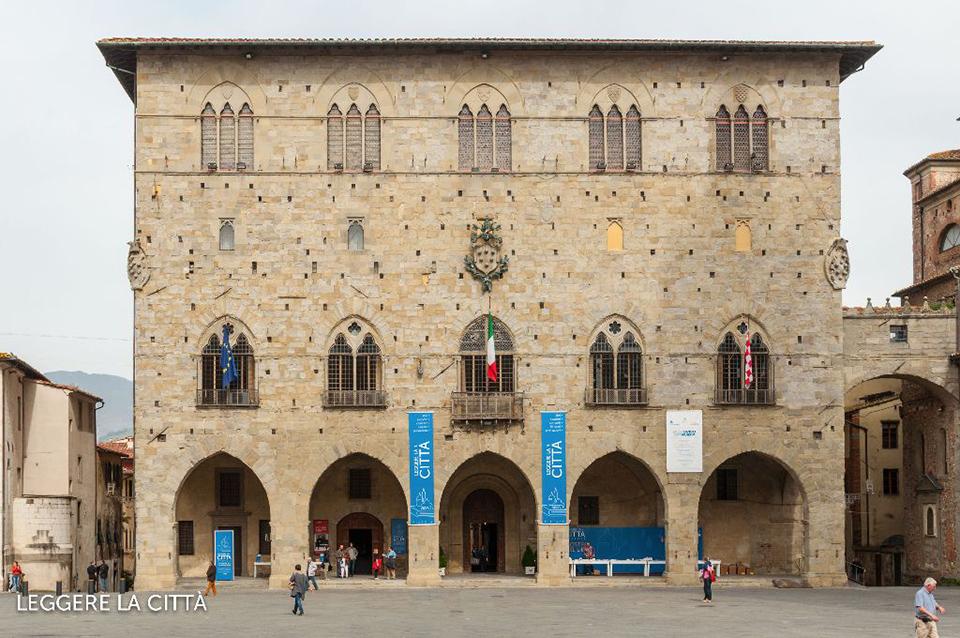 Leggere la città Pistoia - Palazzo comunale[3]