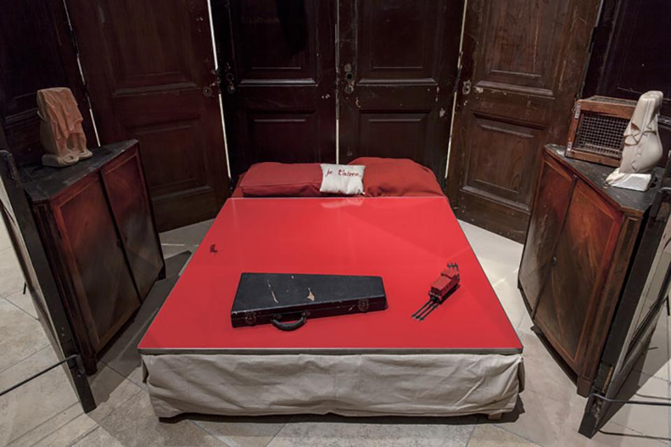 Louise Bourgeois - Camera rossa 1994 - Ph. Maximilian  Geuter © The Easton Foundation - VEGAP Madrid